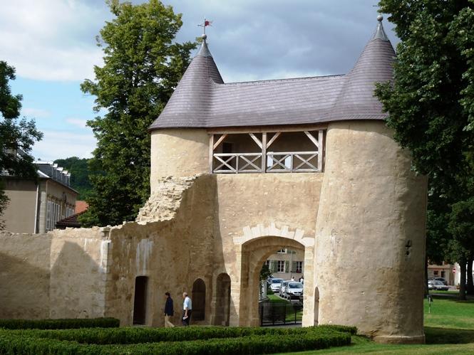 Chateau eveques metz vic sur seille